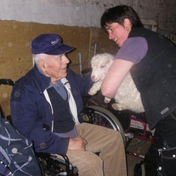 Visite en groupe de personnes à mobilité réduite