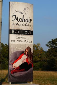 Totem bord de route Mohair du Pays de Corlay